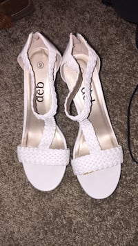 pair of size 9 white Deb leather open-toe heel sandals Bunker Hill, 25413