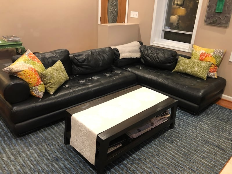 Leather Sectional 59523d54-3365-41ae-83ac-abc7a34fbe58