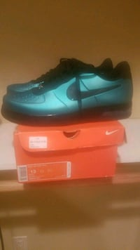 pair of blue Nike low-top sneakers with box 54 km
