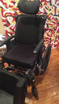 Wheelchair with extra comfort features Vaughan, L4J 7V8