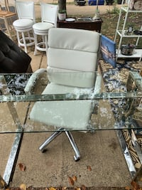 Set of 2 glass desks and leather office chairs  Alexandria, 22314