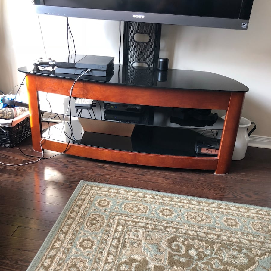 Selling tv stand in a v good condition