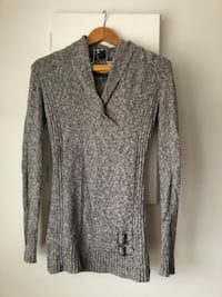 Light Grey Fitted Sweater Super Soft Size S-M Richmond, V6Y 2B6