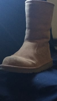 unpaired brown suede boot Toronto, M5A 2N8
