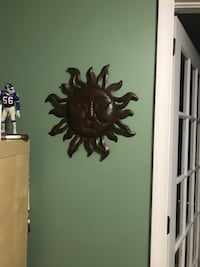 Metal wall sunburst decoration
