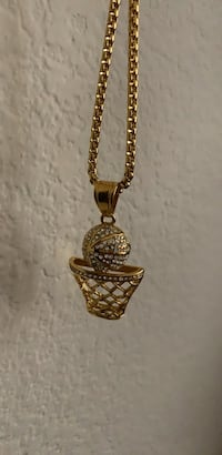 Gold chain link necklace with pendant Chula Vista, 91913