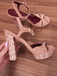 Brand new Marc jacobs pink heels in 7 Toronto, M5V