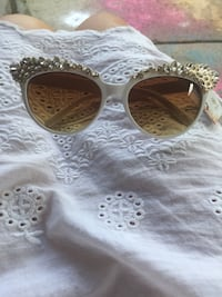 Gorgeous bling sunglasses  Hillview, 40229