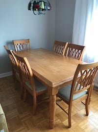 Dinning room table with 6 chairs. Solid oak. Toronto, M1R 4L5