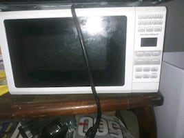 Microwave / Hamilton Beach white
