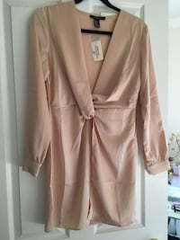 NEVER WORN Satin Dress Markham, L3P