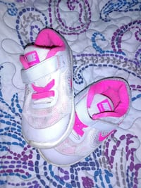 Nike shoes size 6 toddler for girls Velcro... McKeesport, 15132