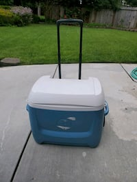 Cooler/Ice Chest w/wheels