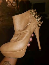 Size 9 leather heels New York, 10024