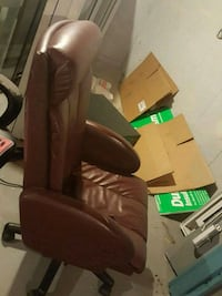 black and brown leather padded massage chair Montréal, H1H 4T6