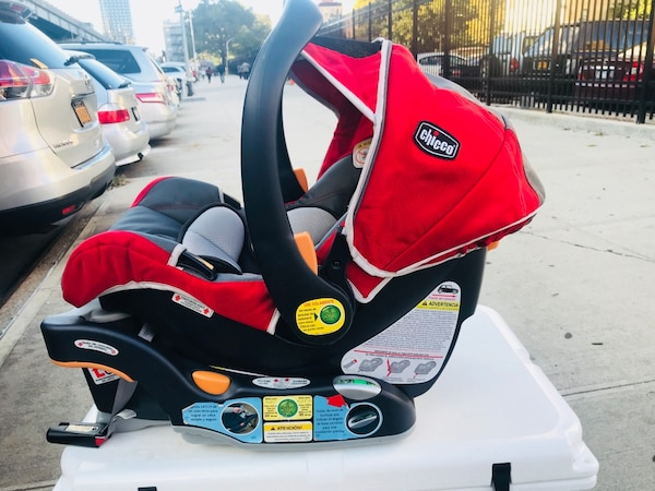 Chicco Infant Car Seat With Base Carrier KEYFIT 30