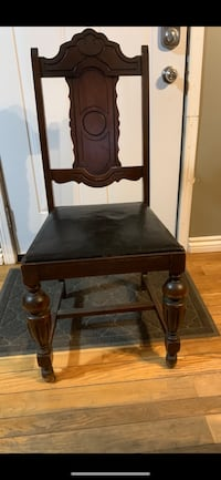 Beautiful antique table with 6 chairs. , N3Y 4K2