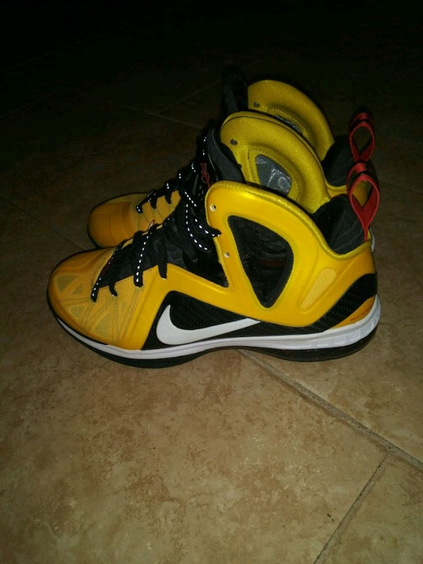 d4eda28d391e Used Nike Lebron flywire sneakers for sale in Staten Island - letgo
