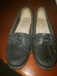 pair of black leather boat shoes Montclair, 22025