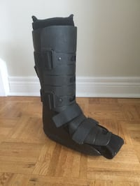 boot for broken/fractured bone right foot size 9-10 , bought for 190$ fabric removable to wash  Mississauga, L4Y