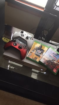 Xbox one with extras 948 mi