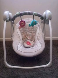 Baby swing just needs a battery change , good condition Fairfax, 22038