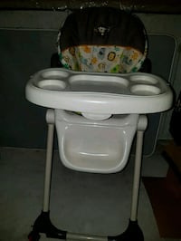 baby's white and gray high chair Mississauga, L5M 6L2