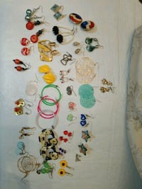 Lot of mixed #4  pierced earrings  725 km