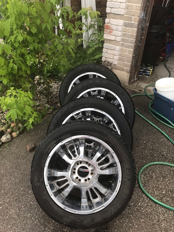 Set of tires with rims