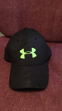 black Under Armour fitted cap North Chesterfield, 23237