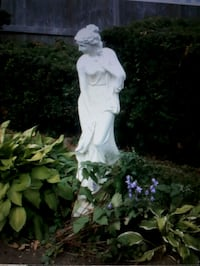 Beautiful garden statue Hamilton, L9C 6K4