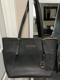 Michael Kors bag  Stoney Creek, L8E