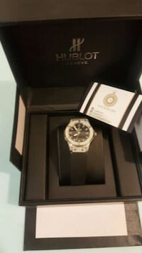 round silver chronograph watch with link bracelet Montréal, H8N 1B7