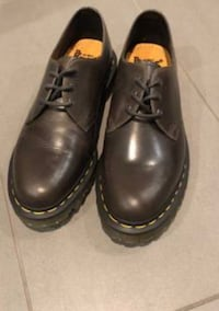 Pair of black leather shoes Toronto, M6J 2T3