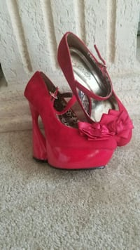 Red unique wedge (size 9) Silver Spring, 20901