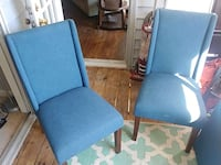 Set of 4 dining room chairs.