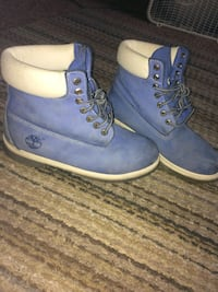 pair of blue Timberland work boots 1078 mi