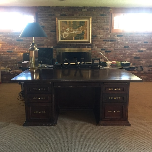 Used Red oak office center piece desk antique for sale in Palm Desert - letgo