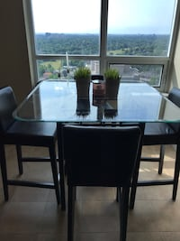 Kitchen High Glass Table w 4 stools smoke /pet free home  Toronto, M2M 2G1