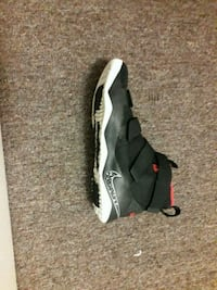 pair of gray-and-white Nike sneakers Richmond, V7E