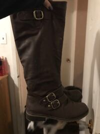 Brown boots size 9  Calgary, T2B 1M3