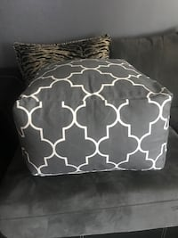 Grey and White Pouf/ Ottoman Brand New Pottsville, 17901