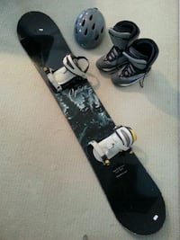 black and gray snowboard with bindings 3733 km