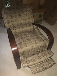 (LIKE NEW) Chair w/ foot rest + adjustable seating Germantown, 20874