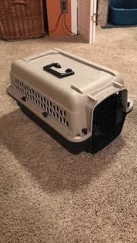 Small dog / pet carrier West Dundee, 60118