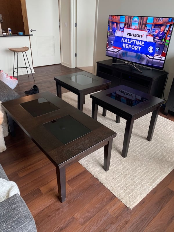 Coffee table and matching side tables 5b499bdc-12b6-4bd3-8f13-5dad2800f699