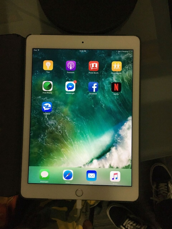 5th generation white ipad with black case