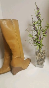 pair of brown leather heeled boots Alexandria, 22306