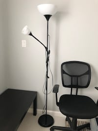 Great condition floor lamp with two LED bulbs Gaithersburg, 20878