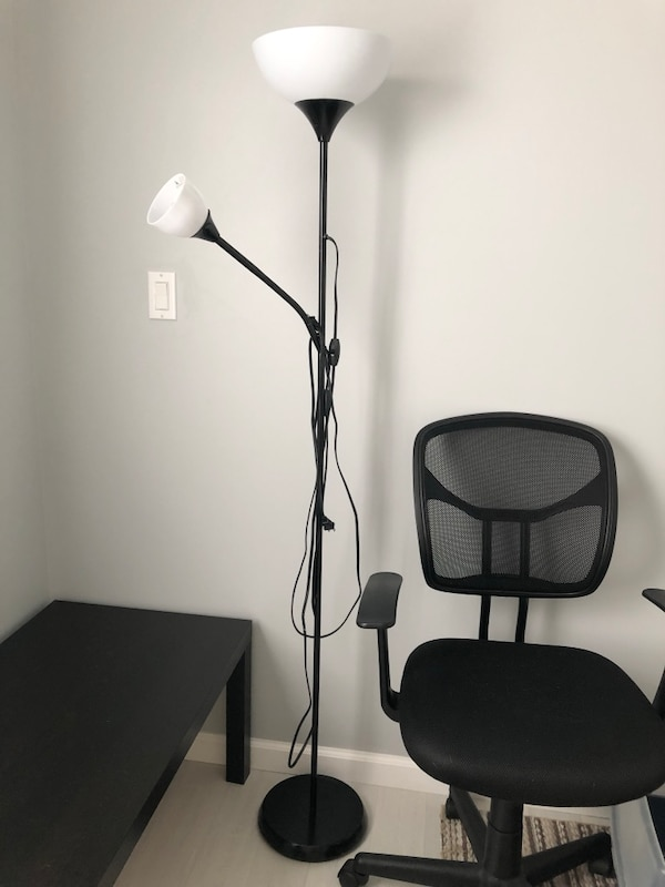 Great condition floor lamp with two LED bulbs